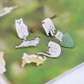 Металлические значки белый кот